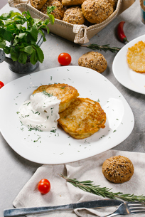 High angle view of potato pancakes with sour cream and dill served in plate on tableの写真素材 [FYI03749648]