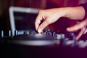 Cropped hands of female DJ mixing music in recording studioの写真素材 [FYI03750183]
