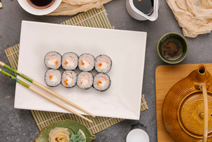 Overhead view of sushi rolls served in plate with sauces on tableの写真素材 [FYI03750604]