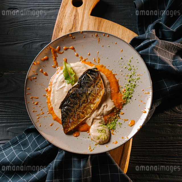 High angle view of fried fish served with sauces in gray plate on serving boardの写真素材 [FYI03750666]