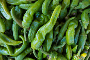 High angle view of green chili peppers for sale at marketの写真素材 [FYI03751231]
