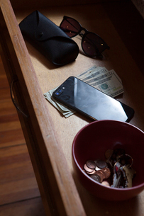 Close-up of personal accessories in drawer at homeの写真素材 [FYI03751582]
