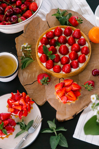 High angle view of strawberry cake with berry fruits and tea served on tableの写真素材 [FYI03755550]