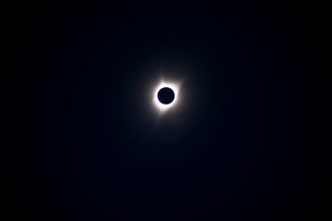 Low angle view of solar eclipse at nightの写真素材 [FYI03755669]
