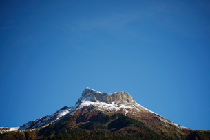Tranquil view of mountains against blue sky during winterの写真素材 [FYI03755754]