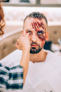 Man with makeup on his face with wounds and blood.の写真素材 [FYI03755882]