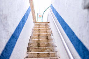 Empty staircase in railstationの写真素材 [FYI03756045]