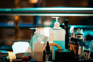 Closeup of tattoo equipment and ink bottlesの写真素材 [FYI03756568]
