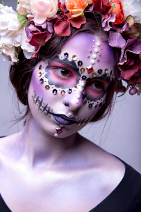Halloween Model with Rhinestones and Wreath of Flowersの写真素材 [FYI03757369]