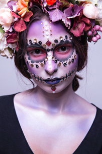 Halloween Model with Rhinestones and Wreath of Flowersの写真素材 [FYI03757374]