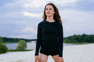 girl standing on the beachの写真素材 [FYI03757429]