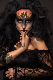 Halloween devil's bride with scary gothic makeupの写真素材 [FYI03757473]
