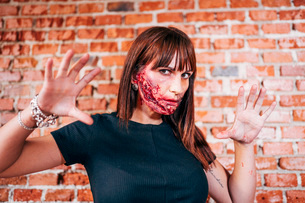 Woman with her face painted with terror wounds.の写真素材 [FYI03757782]
