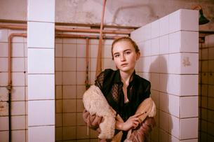 woman in the shower roomの写真素材 [FYI03757814]