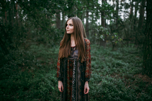girl stands in the forest in a long dressの写真素材 [FYI03757822]