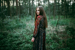 Woman walks in the forestの写真素材 [FYI03757825]