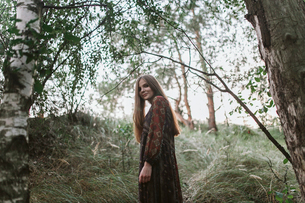 Caucasian girl stands in the forestの写真素材 [FYI03757838]