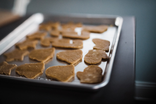 Christmas cookies ready to be bakedの写真素材 [FYI03757881]
