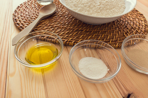 Natural and healthy ingredients prepared for cookingの写真素材 [FYI03758083]