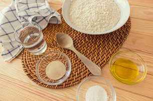Natural and healthy ingredients prepared for cookingの写真素材 [FYI03758090]