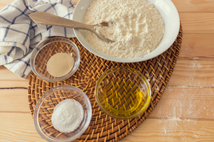 Natural and healthy ingredients prepared for cookingの写真素材 [FYI03758097]