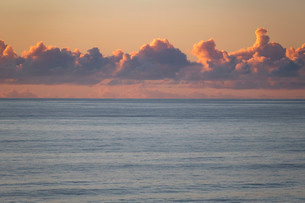 Clouds form at sunset over the PAcific Ocean neear San Diego Californiの写真素材 [FYI03758261]