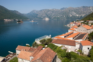 View from St. Nicholas Church with St. George Island and Our Lady of the Rocks, Bay of Kotor, Montenの写真素材 [FYI03759532]