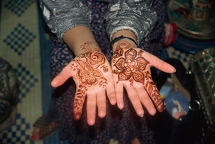 Hands with henna designの写真素材 [FYI03759651]