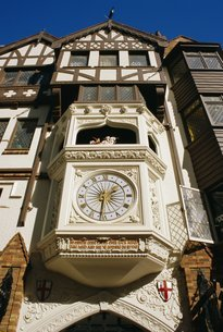 London Court clock, a popular meeting point, Perth, Western Australiaの写真素材 [FYI03759670]