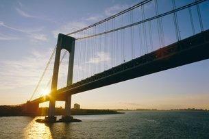 Verrazano Narrows Bridge, approach to the city, New York, New York State, USA'の写真素材 [FYI03759708]