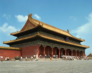 The Gate of Heavenly Purity in the Imperial Palace in the Forbidden City in Beijingの写真素材 [FYI03759748]