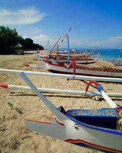Prahu, local outrigger boats, Sanur Beach, Bali, Indonesiaの写真素材 [FYI03759834]