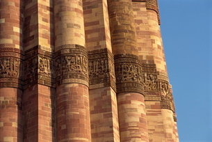 The Qutub Minar, dating from circa 1200 AD, Delhiの写真素材 [FYI03759953]