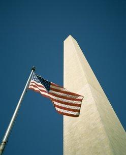 Stars and stripes American flag and Washington Monument, Washington D.C.の写真素材 [FYI03760037]