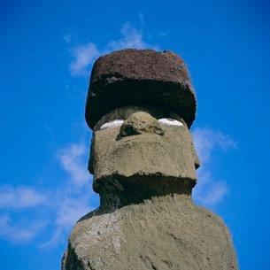 Ahu Ko Te Riku at Tahai, the only moai (statue) with restored eyes, Easter Islandの写真素材 [FYI03760050]