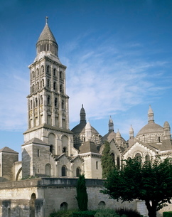 Tower and domes of St. Front, Perigueux, Aquitaineの写真素材 [FYI03760169]
