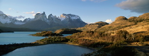 Cuernos del Paine rising up above Lago Pehoe, Torres del Paine National Parkの写真素材 [FYI03760321]