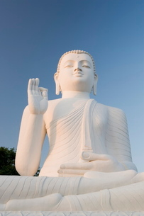 Great seated figure of the Buddha, Mihintale, Sri Lankaの写真素材 [FYI03760402]