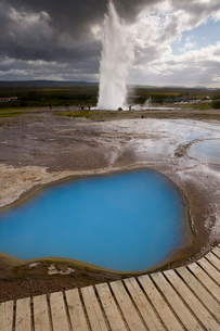 Strokkur (the Churn) which spouts up to 35 meters erupting every 10 minutes, Geysir, Golden Circle,の写真素材 [FYI03760421]