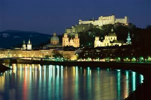 Salzach River and domes of Cathedral and Kollegenkirche, at night, Salzburg, Austriaの写真素材 [FYI03760551]