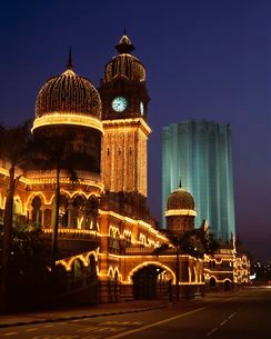 Buildings in Merdaka Square illuminated at night, with Sultan Abdul Samad Building dating from 1894,の写真素材 [FYI03760566]