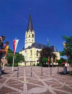 St. Laurentius Church, Bad Neuenahr-Ahrweilerの写真素材 [FYI03760600]