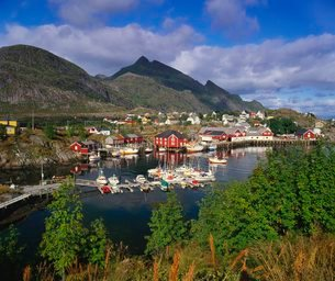 Sorvagen Village, Lofoten Islands, Norwayの写真素材 [FYI03760610]