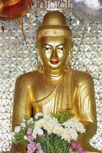 Buddha image, Shwedagon Paya (Shwe Dagon Pagoda)の写真素材 [FYI03760643]