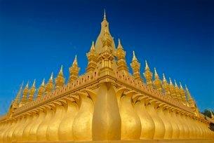 Gold stupas, Pha That Luang, Vientiane, Laosの写真素材 [FYI03760646]