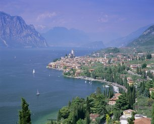 Malcesine, Lago di Garda (Lake Garda), Italian Lakes, Trentino-Alto Adigeの写真素材 [FYI03760652]