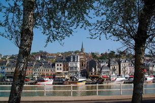 Holiday resort at mouth of the River Touques, Trouville, Calvados, Cote Fleurie, Normandyの写真素材 [FYI03760752]