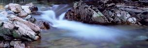 River Nevis flowing between rocks, Glen Nevis, near Fort William, Western Highlands, Scotlandの写真素材 [FYI03761178]