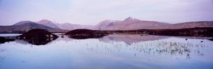 Lochain na h'Achlaise and Black Mount Hills, Rannoch Moor, Western Highlands, Scotlandの写真素材 [FYI03761186]