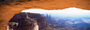 Mesa Arch at sunrise, Canyonlands National Parkの写真素材 [FYI03761226]